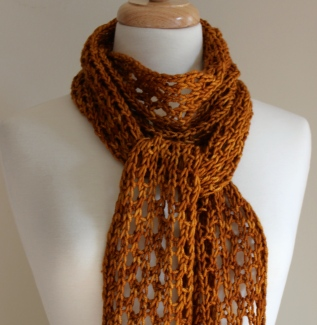Lengthy Lace Scarf Close-up